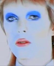David Bowie nel videoclip di Life On Mars
